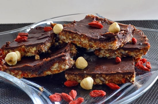 http://www.eatrunlove.nl/2013/12/homemade-raw-chocolate-bars.html#.UtrZyThgWM8