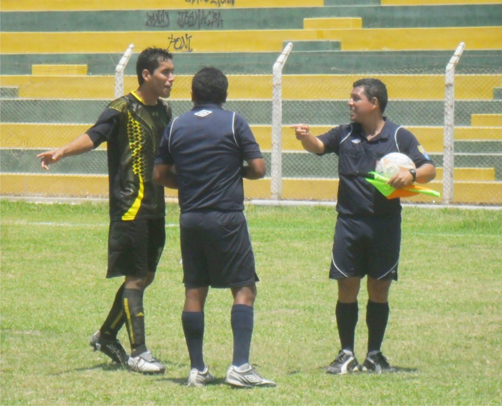 Fotos curiosas primera divisi n f tbol de casma for Cuando es fuera de lugar futbol