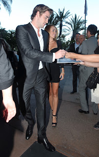 Liam Hemsworth  sinning autographs and Miley looking sexy in a short black dress