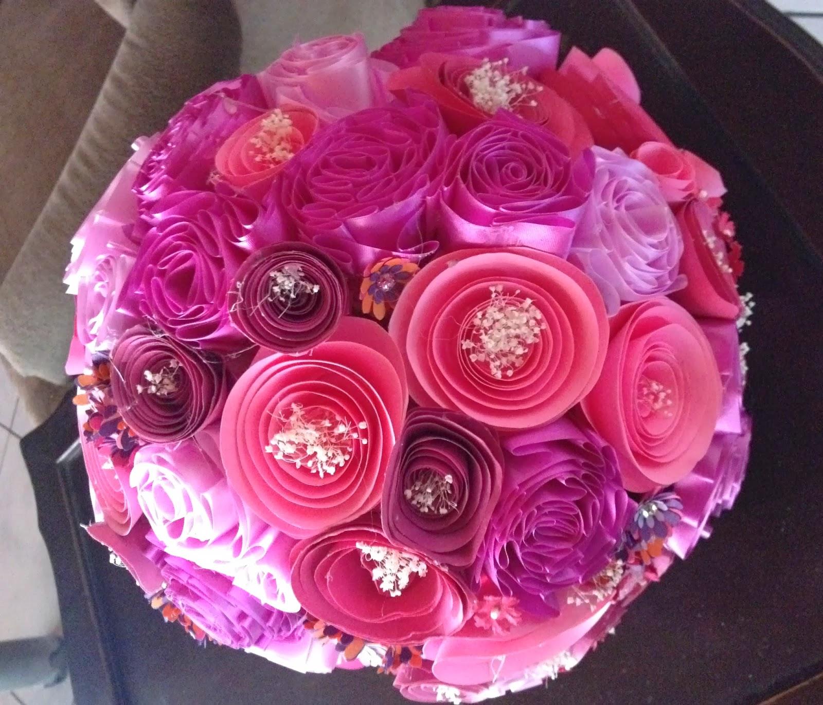 ac tenemos el ejemplo con tela manta organza y pequeas flores de papel se le agreg organza en otro color para hacer el diseo ms dinmico y colorido