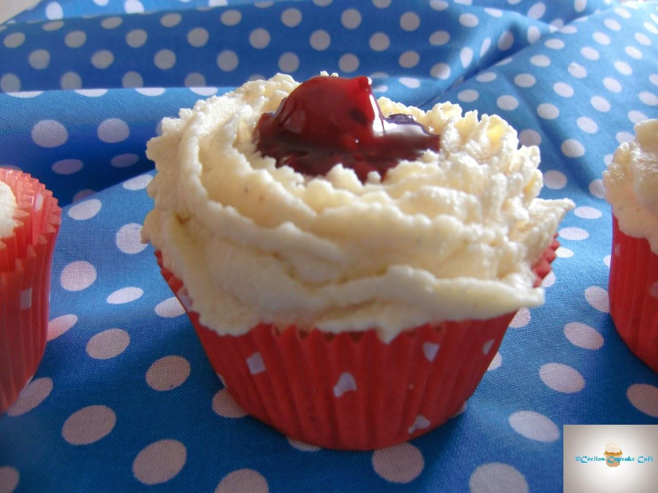 http://cecilecupcakecafe.blogspot.de/2014/03/rote-grutze-vanille-cupcakes.html