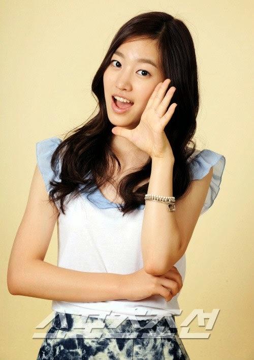 Jin Se-Yeon as Song Jae-Hee / Han Seung-Hee