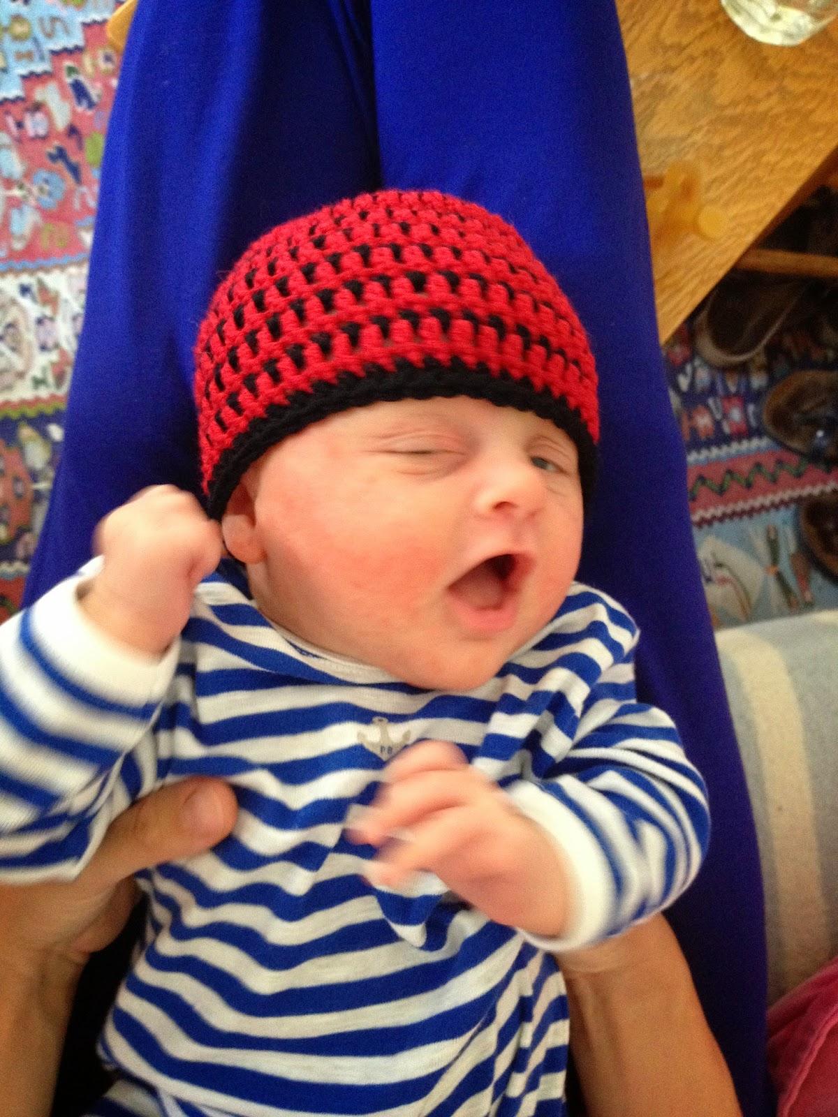 Hæklet hue til baby med striber. Grats opskrift.
