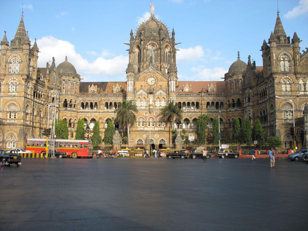 http://3.bp.blogspot.com/-ytiyvSAHU-k/UNVjrMgwOBI/AAAAAAAAE7M/r0spmESY_k4/s1600/The+Chhatrapati+Shivaji+Terminus+Mumbai+Railway+Station+7.jpg