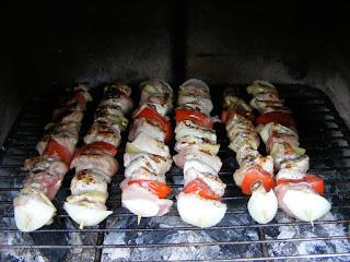frigarui de porc cu ciuperci si legume, retete culinare, retete de mancare, frigarui de porc, frigarui de porc cu legume, frigarui cu carne si legume, frigarui cu carne de porc si legume, preparate culinare, retete pentru gratar, retete cu porc, preparate din porc, retete cu carne de porc, food, recipes, retete frigarui, reteta frigarui, gratar, frigarui,