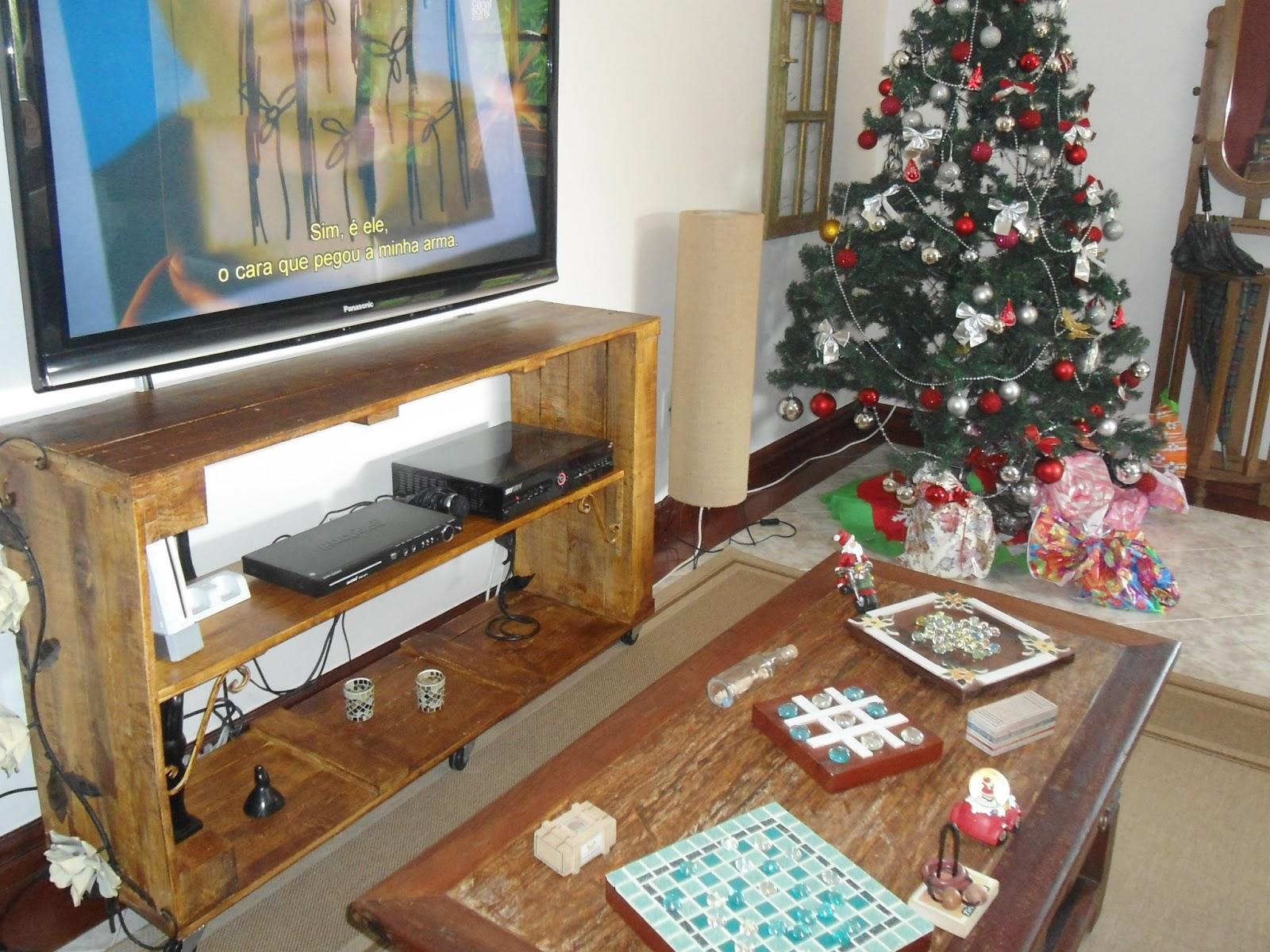 Reciclagens: CONSTRUINDO UM RACK PARA TV COM RESTOS DE PALLETS #70452E 1600x1200