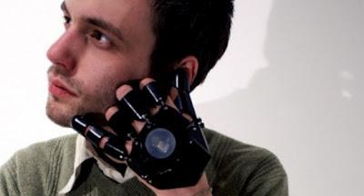 Ponsel Unik Berbentuk Sarung Tangan