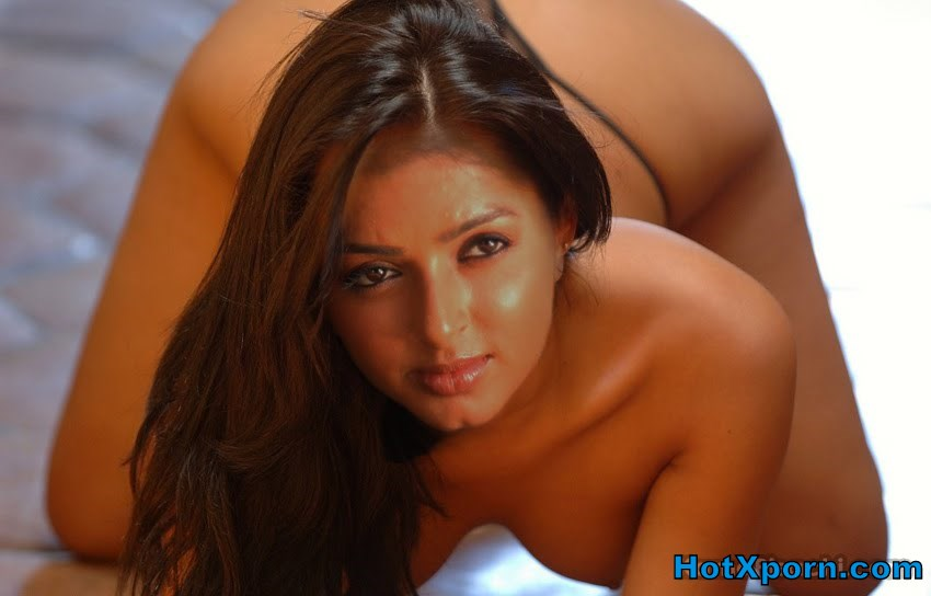 Bhoomika Chawla Nude Bending to show Boobs (Fake)