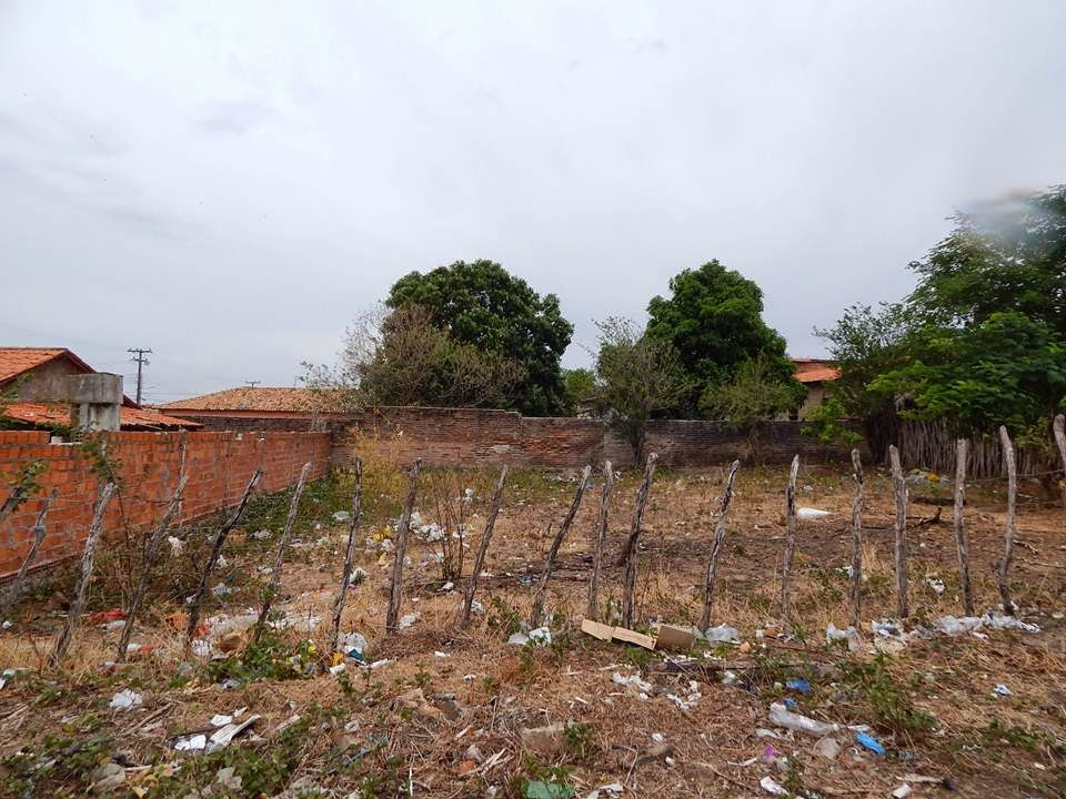 VENDE-SE: Terreno próximo ao Conjunto Cohab medindo 20 X 20