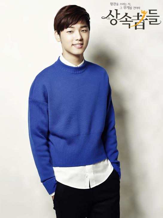 Kang Min hyuk sebagai Yoon Chanyoung