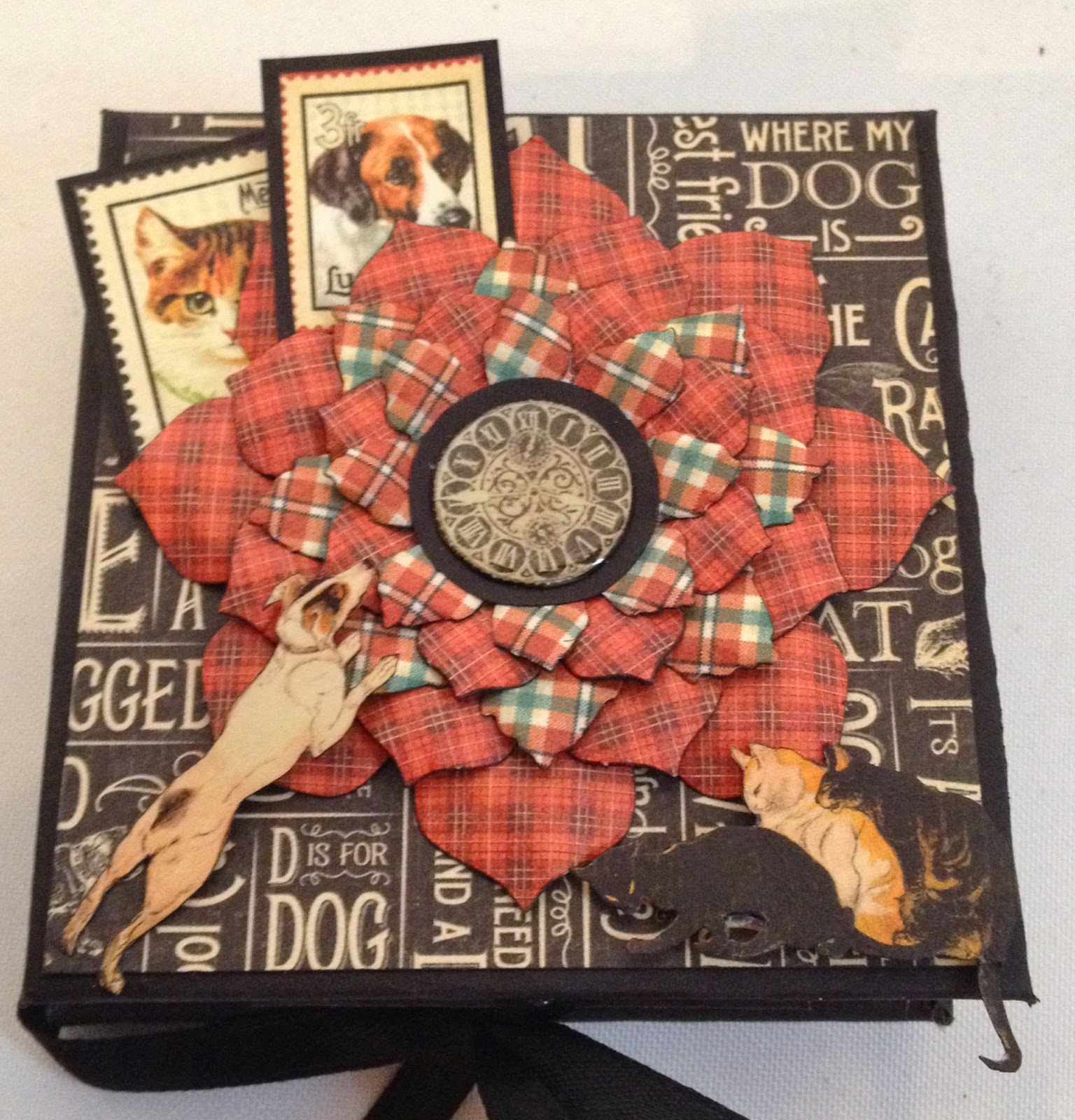 Scrapbook ideas for dogs - Also Made An Other Mini Album In A Sewing Theme With The Same Construction Using An Eerie Tale Collection