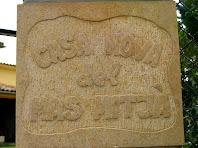 Pedra gravada amb el nom de la Casa Nova del Mas Mitjà