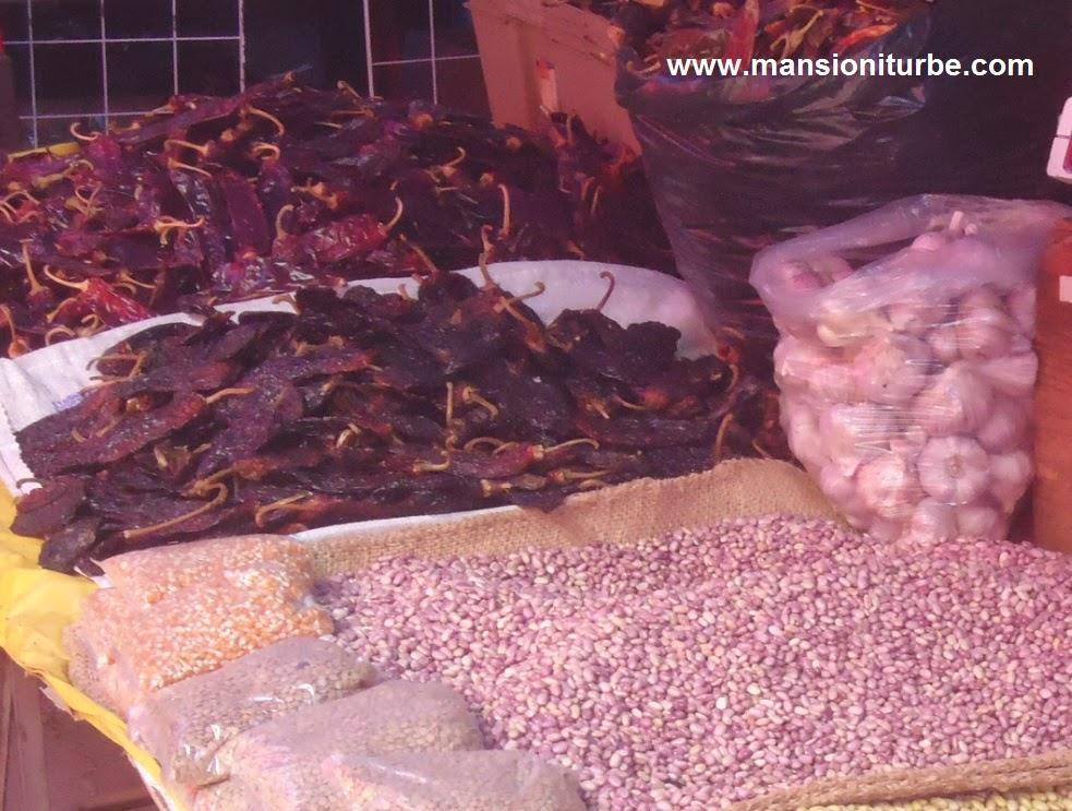 En el mercado de Pátzcuaro, podrás comprar productos michoacanos