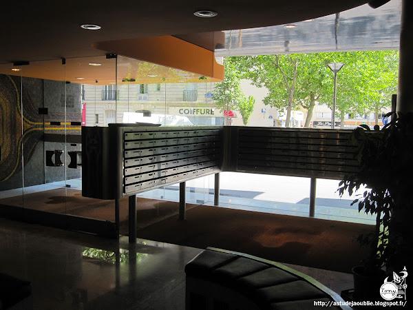Paris 13ème - Résidence Pinel - Hall d'entrée  Architecte: Solotareff  Mosaïques et décoration: L'Oeuf Centre d'Etudes  Création: 1973