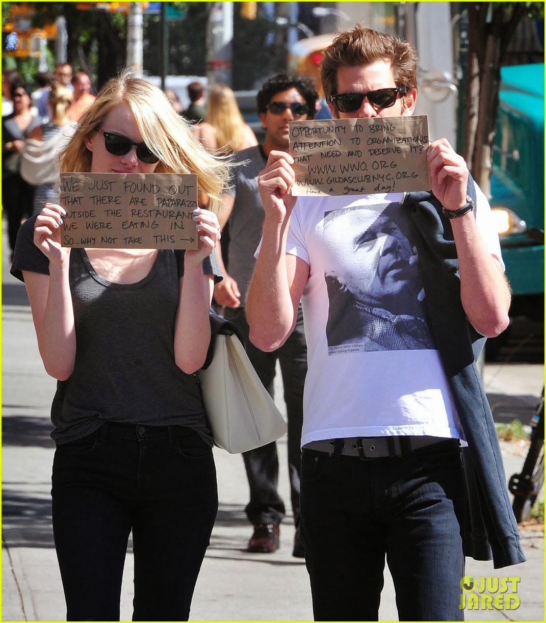 http://www.justjared.com/photo-gallery/2722392/emma-stone-andrew-garfield-promote-charities-with-handmade-signs-08/