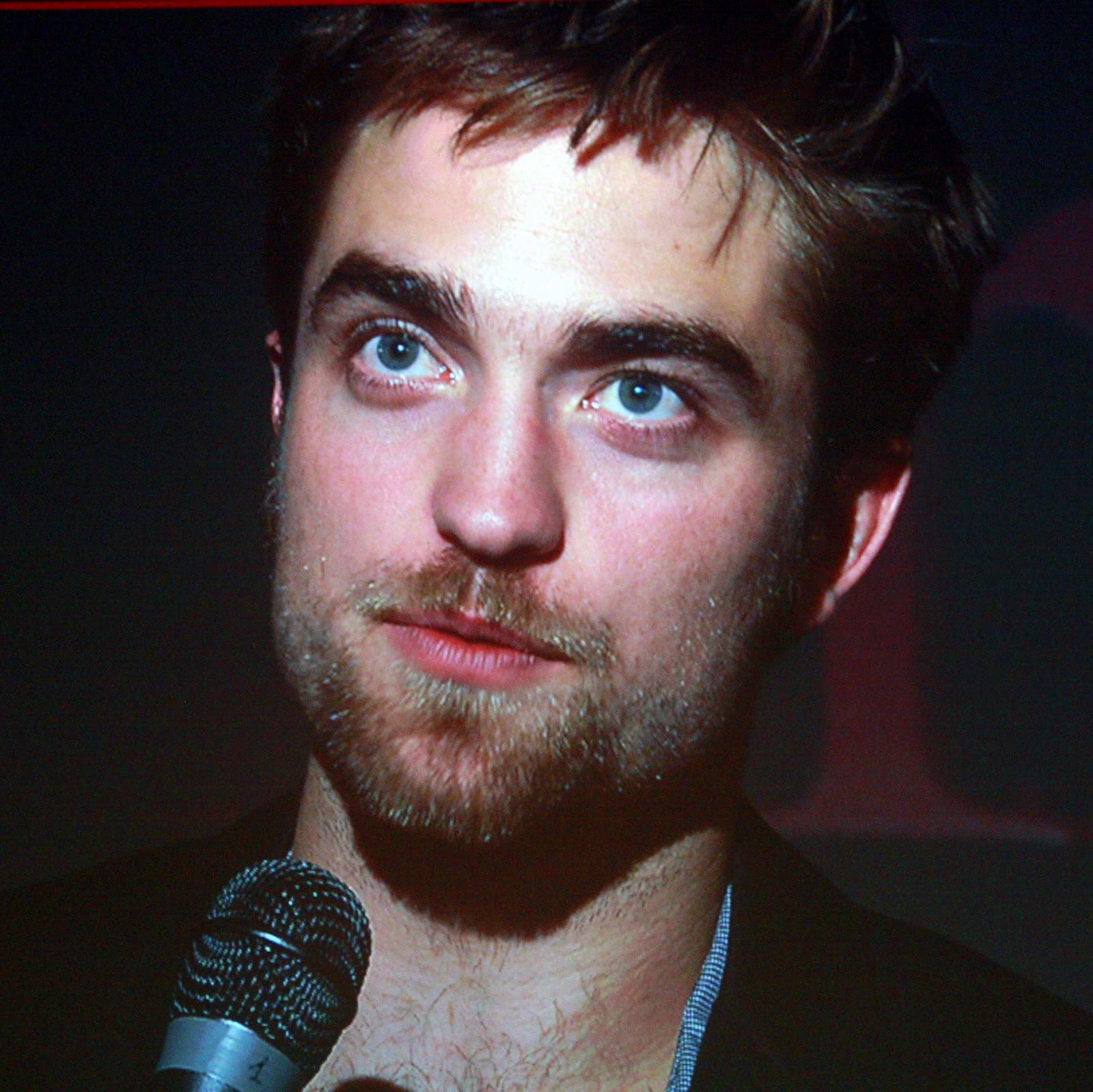 http://3.bp.blogspot.com/-yvTBV7mXd3Y/UDR7CRcN5uI/AAAAAAAAAx8/3jigFBBVV2Q/s1600/Robert_Pattinson_2,_2011.jpg