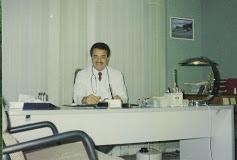 حسن يوسف ندا مصري الجنسية وهو في عيادته البيطرية