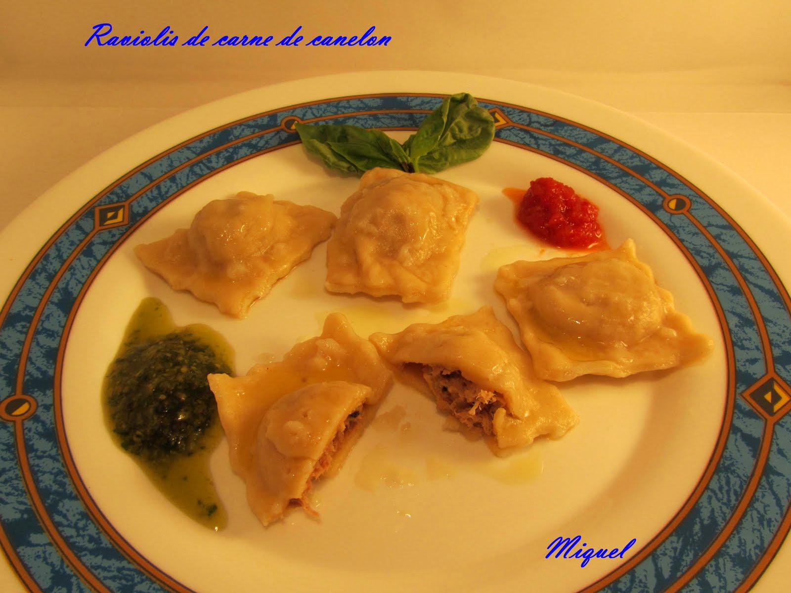 raviolis+de+carne+de+canelon+y+salsa+de+tomate+y+pesto.jpg