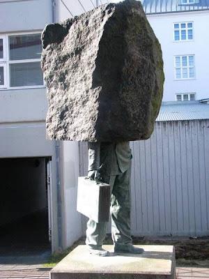 http://3.bp.blogspot.com/-yvqiG9vOp6c/T3jZcOxx_DI/AAAAAAAAI8U/Q0gwncRQmtU/s1600/bizzarre-statues14.jpg