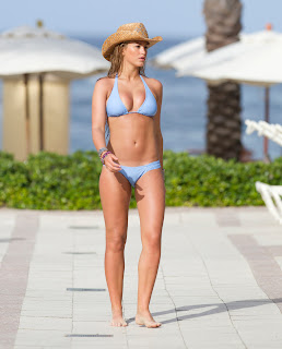 Amy Willerton with a cowboy hat