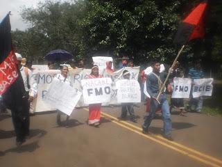 La marcha avanza poe el centro de Tole