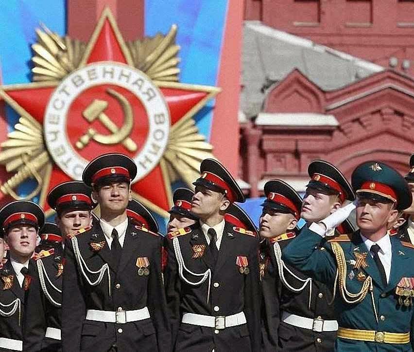 Putin estimula o culto ao passado soviético. Parada em Moscou, maio 2014