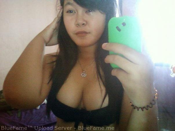 ABG Montok Foto Narsis Pamerin Toket Gede Dalam Bra Hitam Seksi