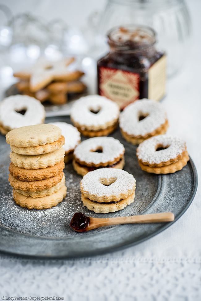 Spiced Almond and Cardamom Linzer Cookies with Blackberry and Apple ...