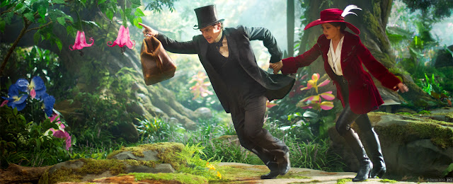 James Franco and Mila Kunis in Oz the Great and Powerful (2013)