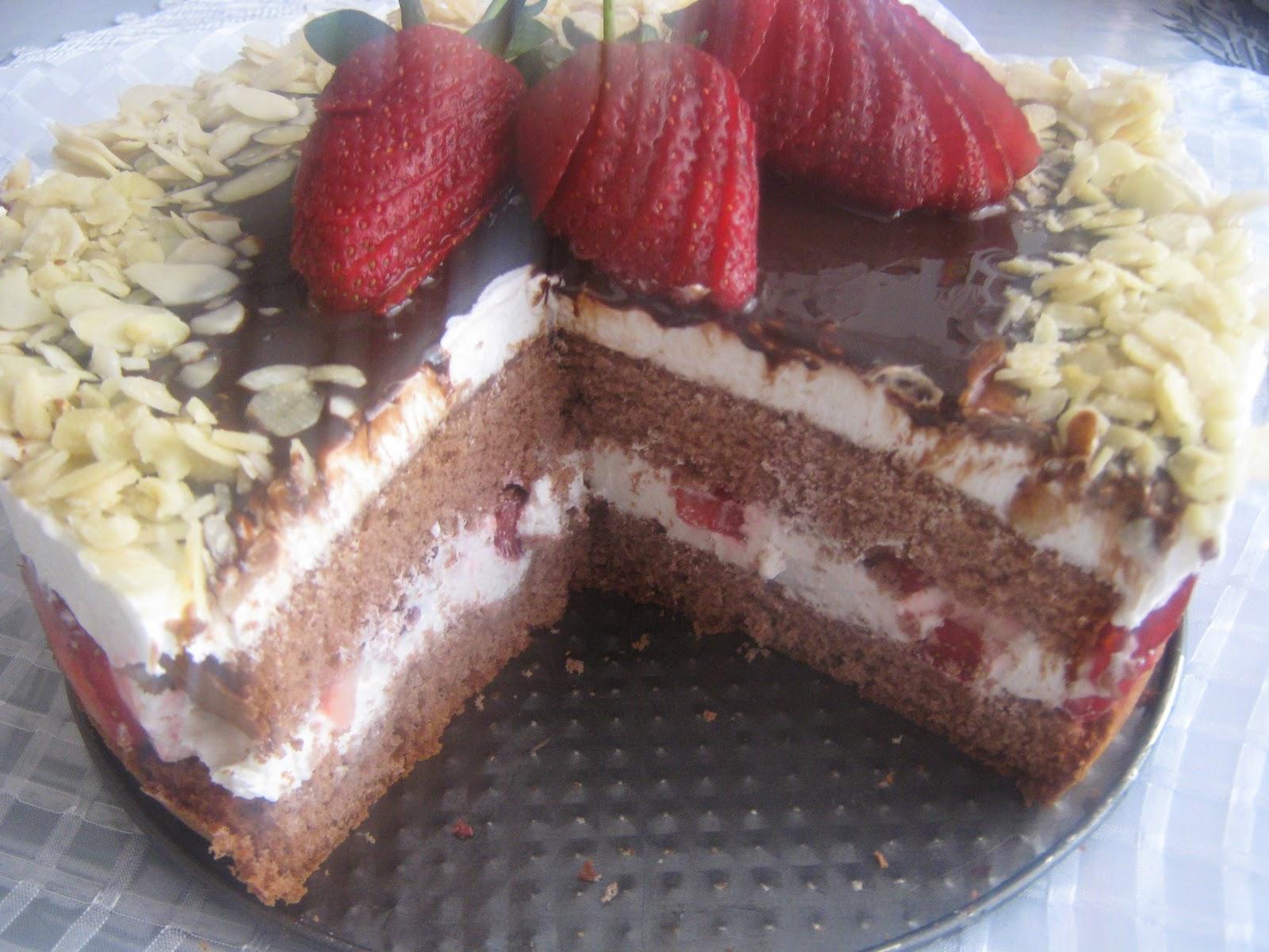 pasta,süzme yoğurtlu pasta,çilekli pasta,yaş pasta,pratik pasta,çikolata soslu pasta