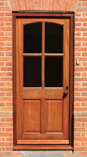 Zewnętrzne drzwi, przeszklone ze szprosem