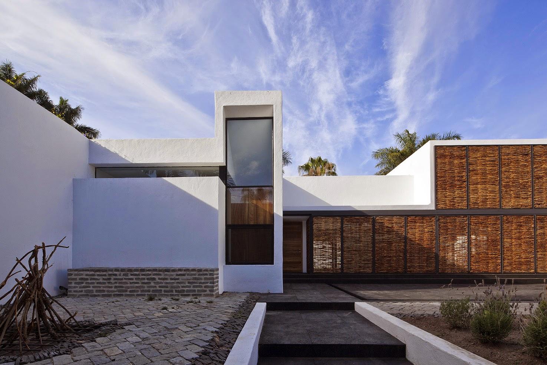 Rumah dengan Perpaduan Lokalitas dan Modernitas 1