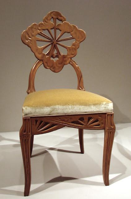 Эмиль Галле (Emile Gallé, 1846-1904), французский дизайнер по стеклу, керамике и мебели,