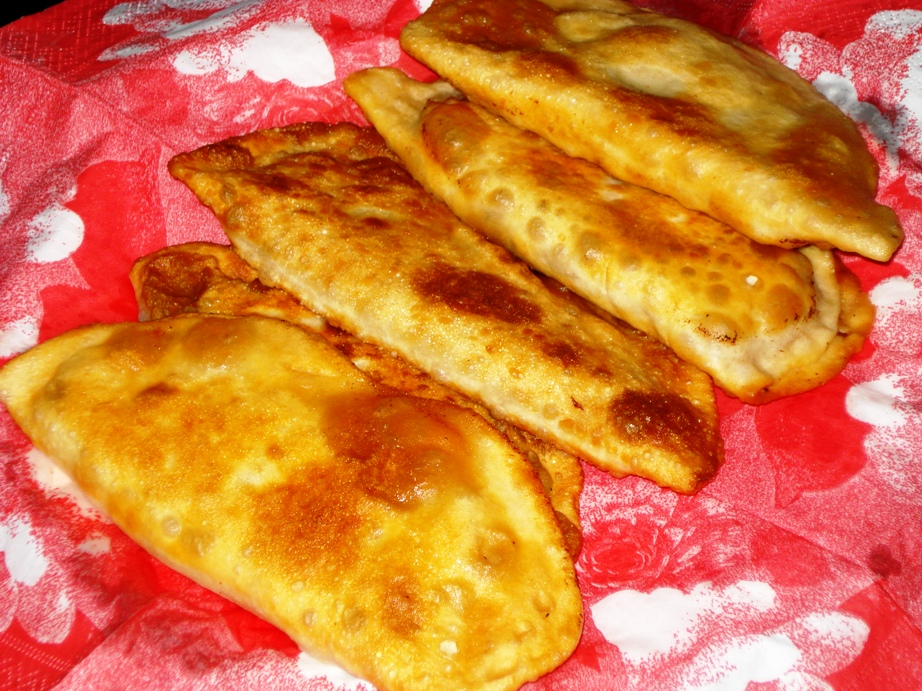Cig Borek Recipe (Fried pastry with raw meat inside ...