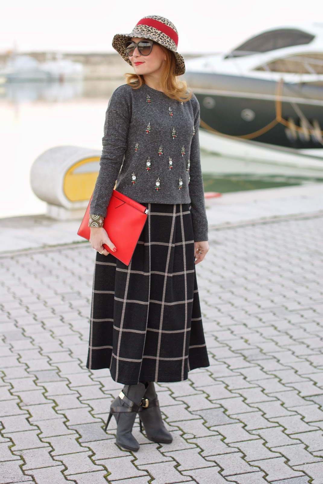 rhinestones sweatshirt, check midi skirt, icone tronchetti, cappello entrà, Fashion and Cookies, fashion blogger