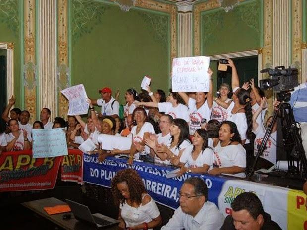 Professores marcam presença na Câmara de Vereadores, nesta quarta-feira (Foto: Divulgação/APLB)