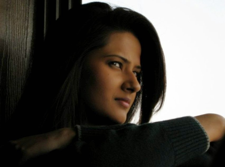 Kratika Sengar HD Wallpapers Free Download
