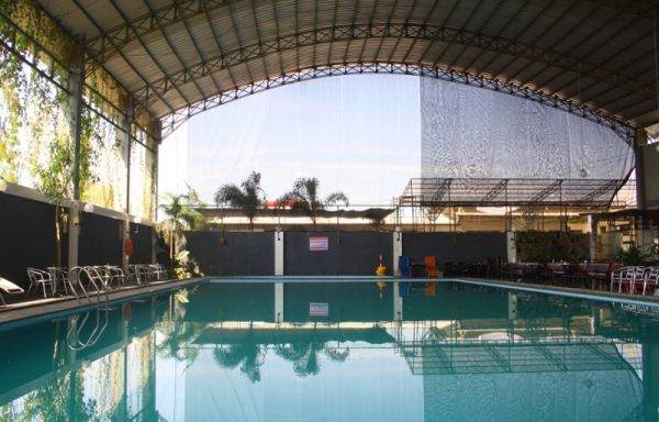 Indonesia Punya Spbu Dengan Kolam Renang [ www.BlogApaAja.com ]