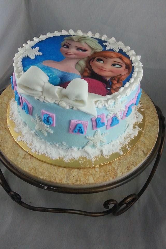 Anis Magic Fingers: Frozen Theme Cake