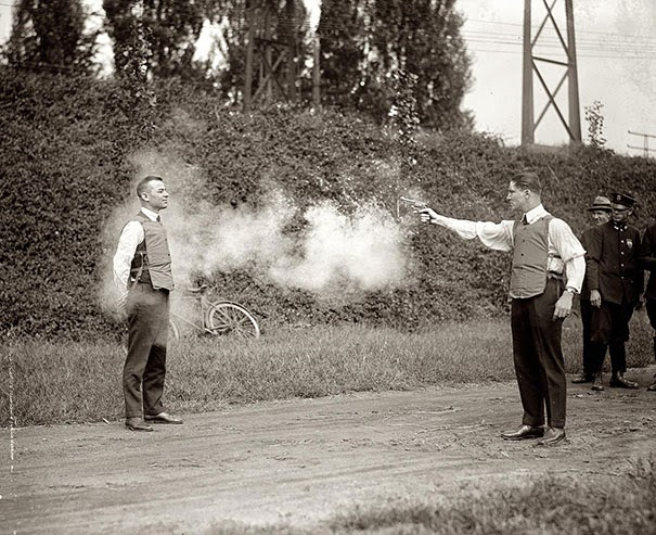 40 Must-See Photos Of The Past - Testing of new bulletproof vests, 1923