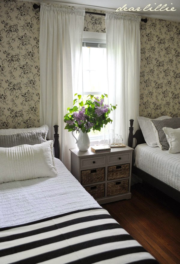dear lillie lillie and lola 39 s old fashioned new england bedroom
