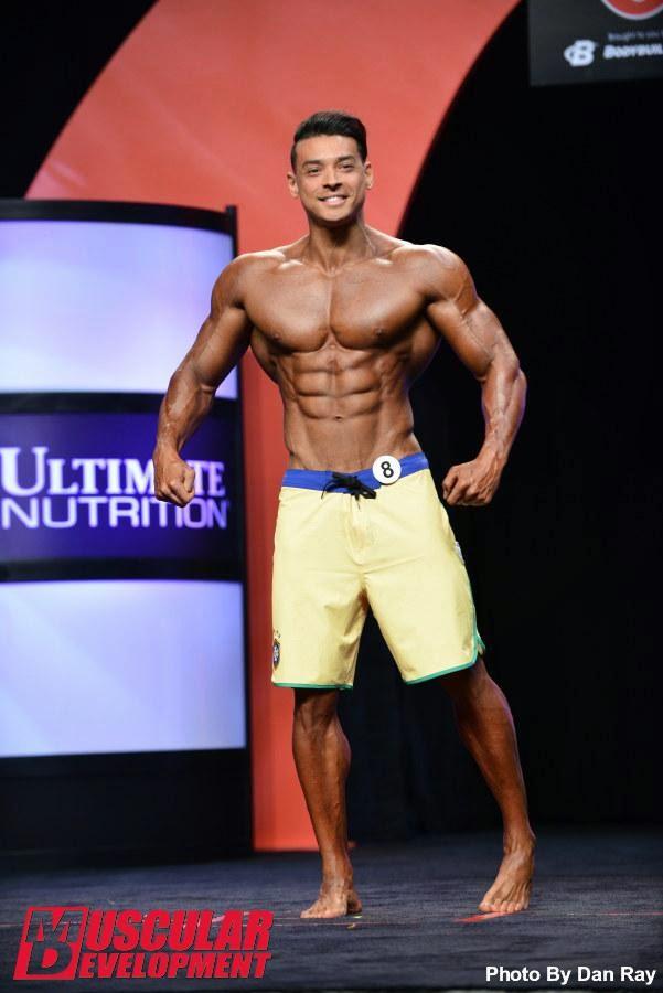 O fisiculturista usava uma bermuda com as cores do Brasil. Foto: Dan Ray/Muscular Development