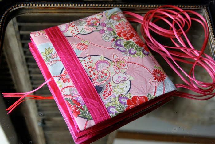 carréàzoon geisha rose bande surpiquée fushia