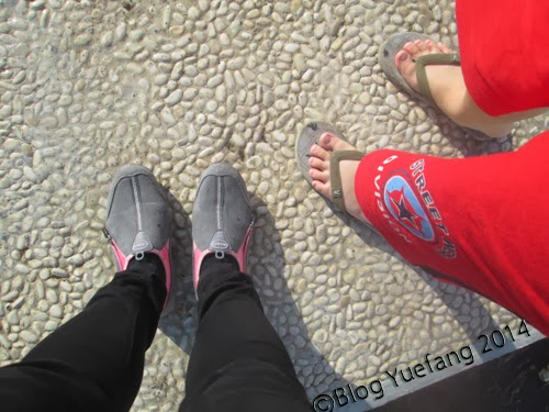 Wearing_sneakers_while_strolling_at_the Losari_Beach