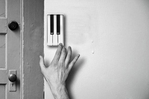 Campainha com teclas de piano (cada pessoa personaliza seu toque)