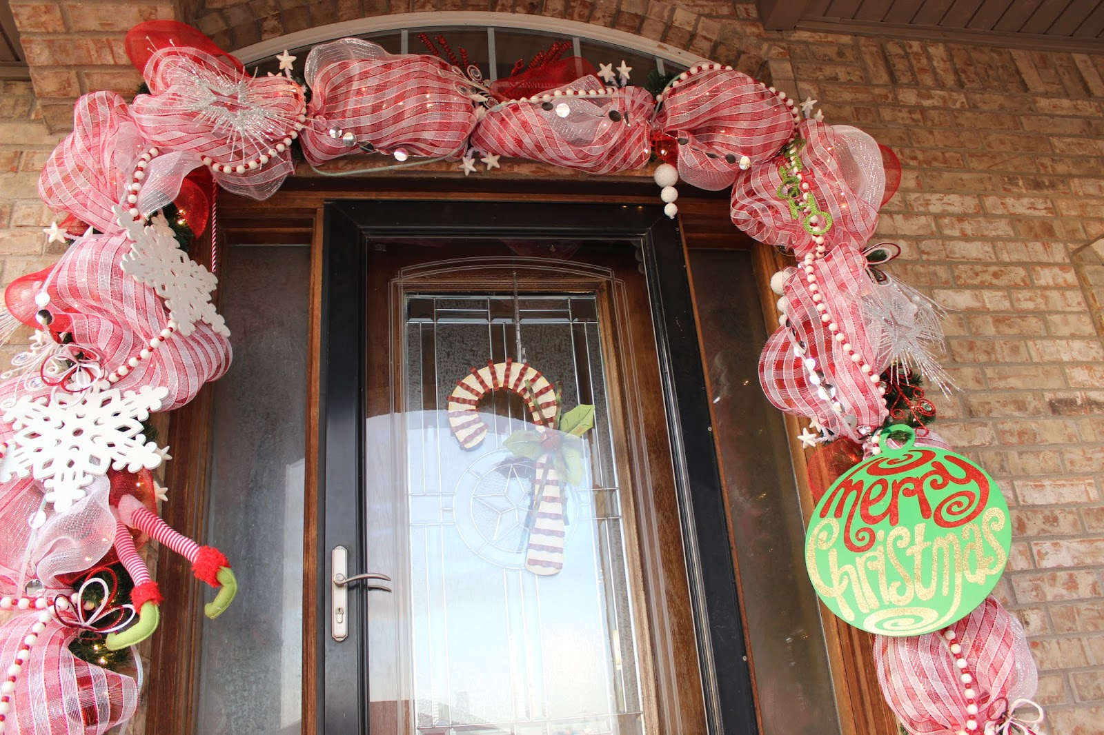 ... I can tie on to my holiday door swags. It\u0027s a handy tip and the items are usually large enough to fill up space on a swag and make it look rich! & My 27 Cents Worth: Christmas Door Swag Made Easy!