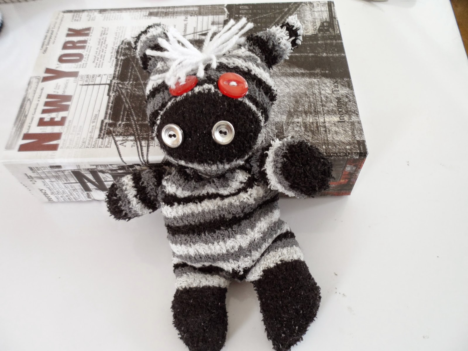 sockentiere zebra mary 39 s kreativ blog. Black Bedroom Furniture Sets. Home Design Ideas