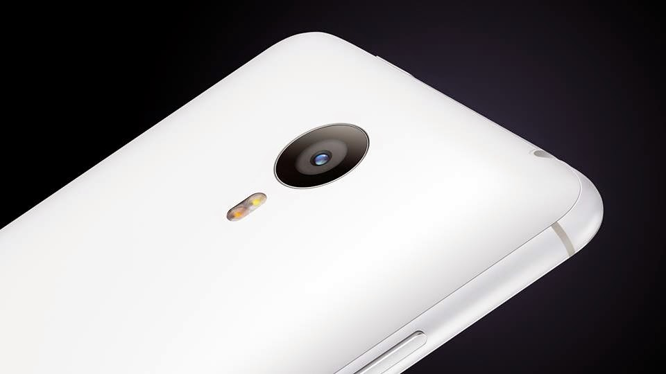 Photo of 20.7 Megapixels sensor and dual LED flash.