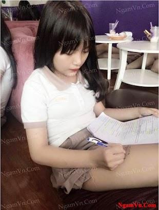 Em nó ôn bài trước khi thi :))