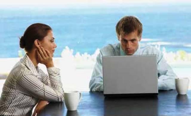 10 Cara Paling Ampuh Menghadapi Pacar yang Cuek